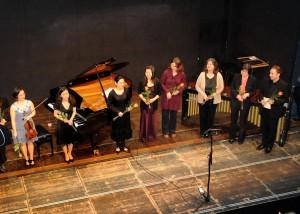 25 Jahre mfm im Gasteig – Schlussbild mit Komponistinnen und Aufführenden. Foto: © Marion Mutschler.